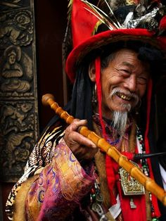 China | Lijang, an elderly man in traditional dress in the streets of the old city.  Yunnan Province |  © Sergio Ramazzotti