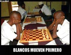 """""""Blancos mueven primero"""""""