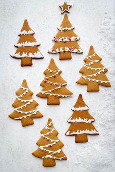 Christmas Biscuits, Christmas Tree Cookies, Christmas Gingerbread House, Christmas Snacks, Christmas Cooking, Holiday Cookies, Gingerbread Houses, Christmas Christmas, Holiday Gifts