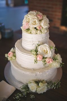 Ivory & Blush Wedding Cake| Ivory & Blush Intimate Lakeside Wedding|Photographer: Brandy Angel Photography