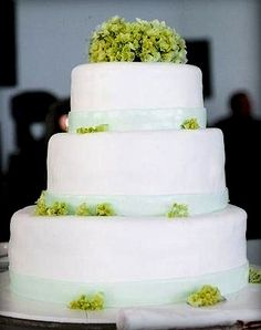 Green Hortense Wedding Cake - Portugal #weddingportugal #lisbonweddingplanner #weddingcakeportugal