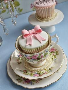 This is the cutest idea for tea and cakes!