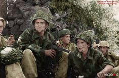 A group of paratroopers from Fallschirmjäger.Regiment.3 retreats to new defensive positions.(Italy)