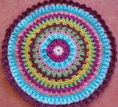 Mandala Au Crochet, Diy Crochet, Caron Yarn, Throw Rugs, Doilies, Crochet Stitches, Crochet Projects, Couture, Weaving