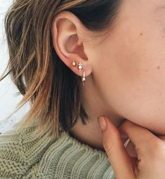 Trend: we want a constellation of piercings in our ears! - Kefo - You are in the right place about Piercing ear infection Here we offer you the Cute Ear Piercings, Tragus Piercings, Peircings, Piercing Tattoo, Piercing Types, Cartilage, Multiple Ear Piercings, Piercings Bonitos, Jewelry Box