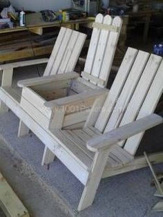 Adirondack Jack and Jill Chair with a Center Cooler - made using recycled pallet wood - via 1001 Pallets