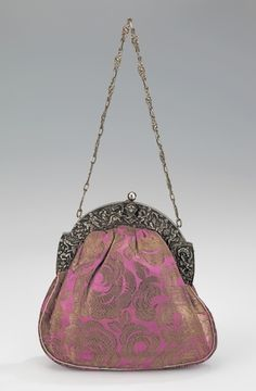 1920s evening purse via The Costume Institute of The Metropolitan Museum of Art