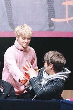 Wanna-One - Jihoon and Daniel