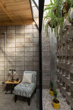 Image 3 of 22 from gallery of House Between Blocks / Natura Futura Arquitectura. Photograph by JAG Studio Simple Interior, Home Interior Design, Interior Architecture, Interior And Exterior, Bali, Narrow House, Romantic Home Decor, Interior Garden, Small House Design