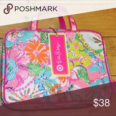 NWT Lilly Pulitzer Weekender Nosie Posy Lilly Pulitzer Weekender in Nosie Posy print large toiletry & makeup bag Lilly Pulitzer for Target Bags Cosmetic Bags & Cases