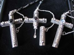 cruel intentions necklace is brilliant... not that i'm into that or anything.