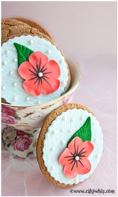 Stunning flower cookies with a video tutorial! Easy to make and you only need a few basic cutters. These are great to serve at tea parties or use them as party favors at bridal showers and weddings! From cakewhiz.com