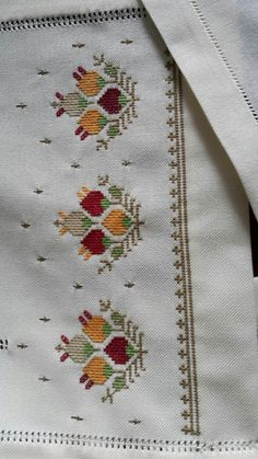 Table runner, fabulous stitching, I really like these designs. Funny Cross Stitch Patterns, Embroidery Patterns Free, Baby Knitting Patterns, Cross Stitch Designs, Cross Stitch Embroidery, Hand Embroidery, Embroidery Designs, Sewing Patterns, Tiny Cross Stitch