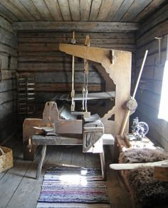 Old weaving room in FInland Now this would be my dream loom! Types Of Weaving, Weaving Tools, Tablet Weaving, Loom Weaving, Hand Weaving, Weaving Textiles, Weaving Patterns, We Are The World, Tear
