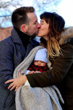 The perfect family moment, winter portrait photography in a park, Montreal