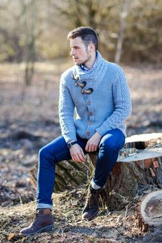 Photography Poses For Men Outdoor Mens Fashion Outdoor Portrait Photography, Artistic Fashion Photography, Photography Poses For Men, Autumn Photography, Mens Outdoor Fashion, Mens Outdoor Clothing, Mens Fashion, Fashion Guide, Poses Pour Photoshoot