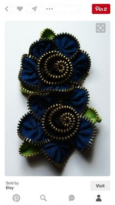 Royal Blue and Black Muli Flower Floral Brooch / Zipper Pin by ZipPinning Brass Teeth Approx x in, 12 x 7 cm - 1693 Zipper Flowers, Felt Flowers, Fabric Flowers, Ribbon Flower, Ribbon Hair, Zipper Crafts, Zipper Jewelry, Silk Ribbon Embroidery, Bijoux Diy