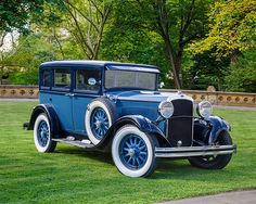 AUT 18 RK0868 01 © Kimball Stock 1929 Dodge Brothers DA Sedan Touring Blue 3/4 Front View By Trees