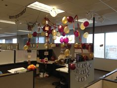 Harry Potter birthday decorations for the office! Harry Potter Hogwarts Letter, Cumpleaños Harry Potter, Harry Potter Tumblr, Harry Potter Birthday, Office Birthday Decorations, Cubicle Decorations, Birthday Ideas, Work Cubicle, Cubicle Ideas