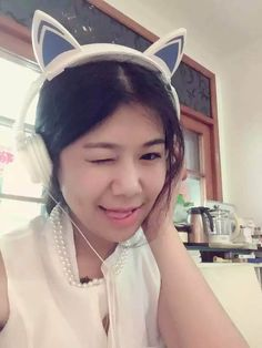 cat ear headphone ,make you shine in the  cosplay,holiday ,prade  , and street ,folded with LED light
