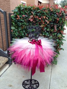 Ready to Ship ~ Burgundy, Fuchsia, Coral and Beige Ombre Tutu / Fall Tutu / Christmas TutuTutu inspiration ~ Lovin' the ombreA double tutuI'd have to wear this to the baby shower if I had a wee girl!Children and Young Tutorial Tutu, Carnaval Kids, Fall Tutu, Tulle Crafts, No Sew Tutu, Christmas Tutu, How To Make Tutu, Princess Tutu, Space Princess