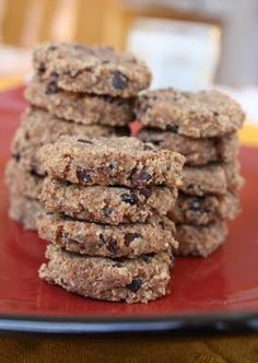 Dehydrated almond pulp cookies with chocolate chips Raw Vegan Desserts, Raw Vegan Recipes, Vegan Dessert Recipes, Almond Recipes, Vegan Foods, Whole Food Recipes, Vegan Raw, Clean Recipes, Healthy Foods
