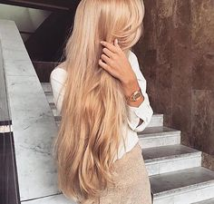 Everyone has a different hair color preference, but certainly the most sought-after color is the one and only: blonde. While going blonde might seem like the ideal hair color to choose for your nex… Hair Day, New Hair, Honey Blonde Hair, Golden Blonde Hair, Gold Blonde, Long Blond Hair, Blonde Color, Damaged Hair, Pretty Hairstyles