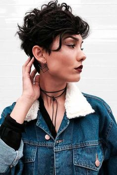 Our favorite hairstyles for thin curly hair for short curly hair – Lockige Frisuren Curly Pixie Hairstyles, Haircuts For Curly Hair, Trendy Hairstyles, Pixie Haircuts, Hairstyles 2018, Work Hairstyles, Medium Hairstyles, Wedding Hairstyles, Braided Hairstyles