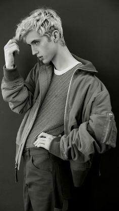 Beautiful Boys, Pretty Boys, Kygo Wallpaper, Troye Sivan Songs, Blue Neighbourhood, Foto Fashion, Tyler Oakley, Lost Boys, Music Icon