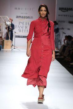 11:11 #FashionWhatsNext #AIFWSS16