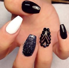 Black nail art designs can instantly add glamour to your look. We have collected all different type of black nail art designs you will surely love to try. Get Nails, Fancy Nails, Love Nails, How To Do Nails, Hair And Nails, Nail Bling, Fabulous Nails, Gorgeous Nails, Pretty Nails
