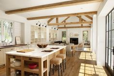 Some people are willing to spend money or just do the DIY tricks to have a modern farmhouse interior design ideas. These 33 ideas to create a modern farmhouse interior design may help you get some … Modern Farmhouse Interiors, Modern Farmhouse Kitchens, Modern Farmhouse Style, Farmhouse Kitchen Decor, Farmhouse Design, Rustic Farmhouse, American Farmhouse, Kitchen Modern, Modern Country