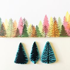 Pine tree rubber stamps stamped overlapped as an Autumn forest. Hand carved stamps made by Cassastamps Pine tree rubber stamps for stamping cards, notebooks, envelopes, fabric.- Each pine tree is hand carved and made to order.- Size of stamps: Clay Stamps, Stamp Printing, Printing On Fabric, Tampons En Mousse, Fabric Stamping, Rubber Stamping, Stamp Carving, Handmade Stamps, Diy Christmas Cards