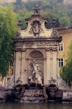 https://flic.kr/p/4t7cfw | Salzburg (Mirabell Gardens - Neptune Fountain) | Little is left of the luxurious mansion built at the beginning of the 17th century by Wolf Dietrich.  It was remodelled by the architect, Johann-Lukas von Hildebrandt in the following century but destroyed by fire in 1818, and only its grand staircase is now of interest.  The gardens, laid out at the beginning of the 18th century by Fischer von Erlach, have many statues, and the pools are adorned with groups of…