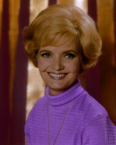 Carol Brady (Florence Henderson) with her 1st season bubble hair do - 1969 Celebrity Deaths, Celebrity News, Celebrity Style, Classic Actresses, Actors & Actresses, Ann B Davis, Florence Henderson, Tv Moms, The Brady Bunch