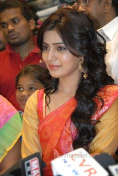 Samantha Ruth Prabhu Latest Cute and Spicy Photo Gallery in Saree At Event Stills Images Samantha Pics, Samantha Ruth, Handsome Actors, Beautiful Saree, Girl Poses, Indian Designer Wear, Cute Photos, Indian Girls, Beautiful Actresses