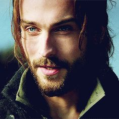 omg. i haven't even watched one episode and yet this man makes me swoooooon. Tim Mison, Sleepy Hollow.