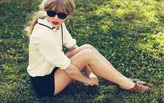 I seriously crushing on Taylor Swift's style right now.