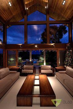 Casa de Campo Quinta do Lago - Tarauata: Salas de estar por Olaa Arquitetos Future House, My House, Modern Mountain Home, Cabin Homes, House Goals, Modern House Design, My Dream Home, Exterior Design, Modern Architecture