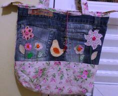 Bolsa com jeans reciclado e patch aplique. Artesã Eliane David..