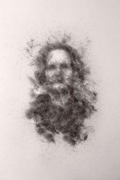 "Gil Gijón - Obra ""Dulce Nombre retratada con la cámara estenopeica."" (2013) Marco: 25 x 25 cm. Retrato: 4 x 2,5 cm. Polvo adherido sobre acetato."