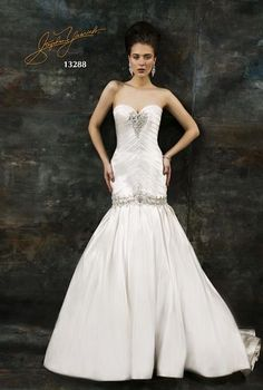 Our wedding dress of the week by Stephen Yearick !!  For more ideas visit sassyreport.blogspot.com
