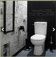 Déco WC tendance papier peint effet journaux peinture tableau noir WC decoration idea with wallpaper newspaper version and chalkboard paint for a black and white atmosphere in the toilet. Home decoration and wallpaper Leroy Merlin Estilo Interior, Room Interior, Interior Design Living Room, Toilet Room, New Toilet, Toilet Paper, Toilet Wall, Small Toilet, Casa Top
