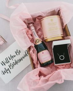 Wondering how to ask your friends to be your bridesmaids? be inspired by this cute and creative gift basket with a special note. #PANDORA #PANDORAnecklace  Image by @RockMyWedding,   Photographer Anna Clarke.