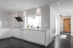 Casa JA: Cozinhas minimalistas por Filipe Pina + Maria Inês Costa
