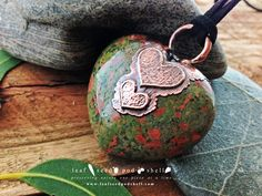 The colouring in this Unakite heart is just amazing, and the antique copper plating blends in perfectly.  Just added it to our store, link in bio. #leafseedpodshell #leafseedpodshelljewelry #birdhouse #leaves #leaf #acorn #acorns #seeds #pods #shells #copper #electroform #electroforming #electroformed #electroplated #electroplating #crystal #crystals #rustic #plating #jewelry #jewellery #pendant #pendants #handmade #handmadejewelry