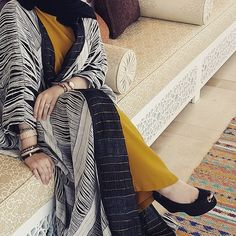 abu dhabi, modern abaya, and heels image Modesty Fashion, Abaya Fashion, Fashion Outfits, Islamic Fashion, Muslim Fashion, Dubai Fashionista, Modern Abaya, Africa Dress, Abaya Designs