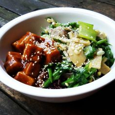 Vegan lunch - Asian Tofu Veggies - Brown und black rice topped with tofu flavored with spicy sweet-sour sauce sided by sauteed string beans bamboo shoots soy sprouts and pak choi flavored with ginger garlic and red onions as well as sesame seeds - delicious Asian style food for vegan foodies  #vegan #veganeats #vegancook #veganfoodporn #veganfood #foodtube #foodblogger #foodporn #veganism #veganlifestyle #foodspotting #foodismedicine #homecooking #cooking #plantbased #organicfood #vegetarian…