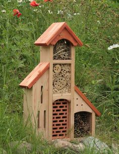Insektenhotel Insektenhaus Bienenhotel Schmetterlingshaus mit Anbauten Dach rot ☞ want!