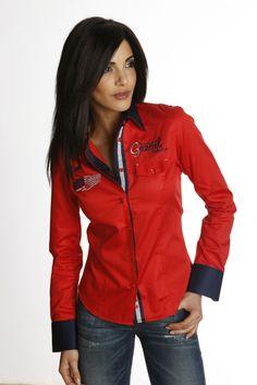 Chemise femme rouge unie au col et poignets bleu marine. L intérieur col et  intérieur de la patte de boutonnage bleu marine avec biais gris vous offre  une ... f7114c0046d7